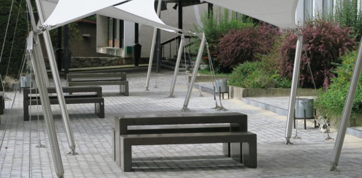 L ipes de verviers ose le mobilier en b ton poncelet for Calzolari arredo urbano